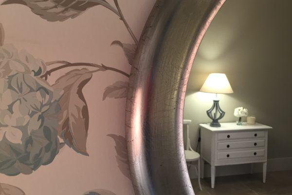Marco redondo decorado a mano en plata